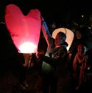 Mε κεριά, φαναράκια και μια μεγάλη βόλτα η 'Ώρα της Γης' στα Βραχναίικα! (φωτο)
