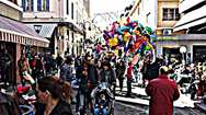 Πρώτο Σαββατιάτικο πρωινό του Απριλίου με κόσμο στο κέντρο της Πάτρας
