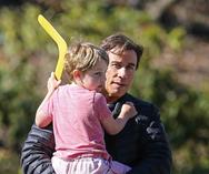 Ο John Travolta παίζει μπούμερανγκ με τον 5χρονο γιο του (pics)