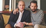 Κωνσταντίνος Μπογδάνος: Φωτογραφίζεται με τον μικρότερο αδερφό του Δημήτρη (pics)