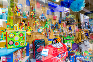 Ψωνίσαμε του κόσμου τα πασχαλινά στο... Μπιζζζ toys φυσικά!