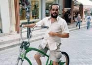 Ο ηθοποιός, Τάσος Νούσιας, ποδηλατεί στην Ρήγα Φεραίου!