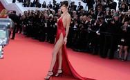 Μπέλα Χαντίντ: Έβαλε φωτιά στις Κάννες με το άκρως αποκαλυπτικό φόρεμά της (pics)