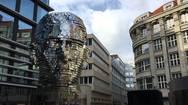 Ένα εντυπωσιακό περιστρεφόμενο γλυπτό στην Πράγα! (video)