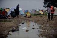 Guardian: Συνθήκες 'ούτε για ζώα' στους χώρους φιλοξενίας μετά την Ειδομένη