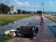 Πάτρα: Αχρήστεψαν το ένα και μοναδικό καλαθάκι στο πάρκο του Φάρου (pic)