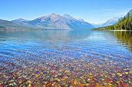 Οι λίμνες με τα πολύχρωμα βότσαλα! (pics)