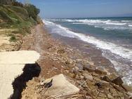 Δυτ. Αχαΐα: Επίσκεψη της ΑΚΙΔΑ στην παραλία στο Καλαμάκι - Η εγκατάλειψη είναι εμφανής (pics)