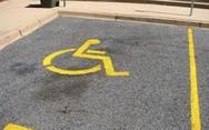 Πόσες θέσεις στάθμευσης υπάρχουν στην Πάτρα για ΑμεΑ;