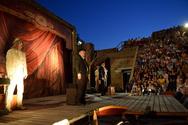 Πάτρα: 'Βούλιαξε' το Αρχαίο Ωδείο για τον Πλούτο του Αριστοφάνη (pics)