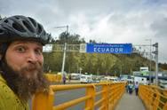 Ξεκίνησε από την Πάτρα με ποδήλατο και έφτασε στον Ισημερινό!