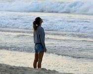 Η Ζιζέλ γυμνάζεται... στις παραλίες του Ρίο (video)
