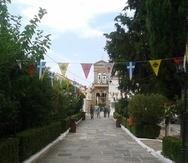 Χιλιάδες πιστοί θα ανέβουν στο Γηροκομειό της Πάτρας για να προσκυνήσουν την Παναγία (pics)