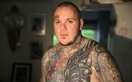 30χρονος με Πάρκινσον έχει καλύψει το 75% του σώματός του με τατουάζ (pics)