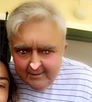 O Πασχάλης Τερζής κάνει snapchat με την κόρη του (video)