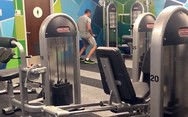 Η... αμήχανη άσκηση ενός πελάτη γυμναστηρίου (video)
