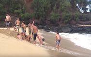 Έσκαψαν την άμμο για να ενώσουν μια λίμνη με τη θάλασσα (video)