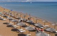 ΤτΕ: Αυξάνονται οι τουρίστες, μειώνονται τα έσοδα