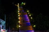 Οι φωτογραφίες στις φωταγωγημένες σκάλες της Αγίου Νικολάου!