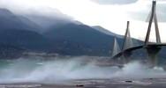 Ρίο-Αντίρριο: Η θάλασσα βγήκε στη στεριά (video)