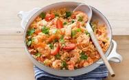 Συνταγή για κοκκινιστές γαρίδες με πλιγούρι και ρύζι