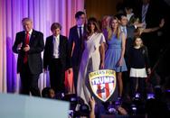 Όλοι οι Τραμπ στη σκηνή, δίπλα στον νέο πρόεδρο (pics)