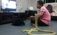 Ένας άνδρας στην Νοτιοανατολική Ασία παντρεύτηκε... ένα φίδι (pics)