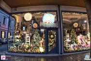 Μύρισαν Χριστούγεννα στην πόλη και το Μπιζζζ toys έφτιαξε την πιο γιορτινή βιτρίνα!