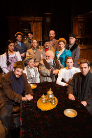 'Οι Μικροαστοί' στο Δημοτικό Θέατρο Απόλλων