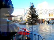 Πάτρα: «Ω έλατο, ω έλατο…» - Μπήκε το δέντρο στο χριστουγεννιάτικο χωριό (pics)