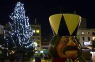 Χριστούγεννα σε μια Πάτρα πιο γιορτινή από ποτέ - Το χωριό πήρε φως! (pics)