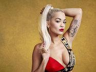 Η Rita Ora με τη ρόμπα και χωρίς τίποτα από μέσα (pic)