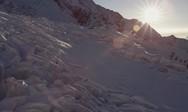Σκι πάνω και μέσα σε έναν παγετώνα (video)