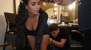Η Kim Kardashian βάζει μέικ απ... παντού (pic)