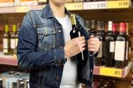 Πάτρα: Σύλληψη 43χρονου για κλοπή - Είχε αφαιρέσει από σουπερμάρκετ ποτά αξίας 58€