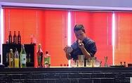 Πατρινός bartender πήρε την δεύτερη θέση στον διαγωνισμό ελληνικού κοκτέιλ της Horeca 2017 (pics+vids)