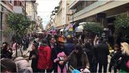 Πάτρα: «Βούλιαξε» η Ρήγα Φεραίου από τον κόσμο, μετά το τέλος της παρέλασης των μικρών (video)