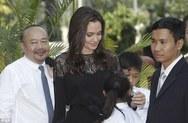 Στην Καμπότζη και με τα έξι της παιδιά η Angelina Jolie! (pics)
