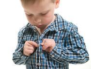Δείτε πως θα αποφύγετε τις εντάσεις στο ντύσιμο του παιδιού
