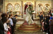 Η μοναδική πρώτη Ανάσταση στη Χίο - Το άλμα του παπά από το ιερό (BINTEO)