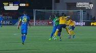 Ποδοσφαιριστής σκόνταψε στον διαιτητή και... αποβλήθηκε (video)