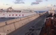 Καρέ - καρέ η απίστευτη πρόσκρουση πλοίου σε λιμάνι (video)