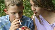 Οι έφηβοι που καπνίζουν και τρώνε fast food γερνούν τον εγκέφαλό τους κατά έξι χρόνια