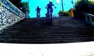 Κατεβαίνοντας με ποδήλατο από τις σκάλες της Πάτρας! (video)