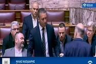 Γιατί δεν έδειξε η Βουλή το πλάνο με το σπρώξιμο του Κασιδιάρη στον Δένδια (video)