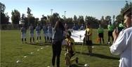 Αχαΐα - Της έκανε πρόταση γάμου στο γήπεδο, με πανό και λουλούδια (video)