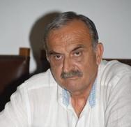 Παύλος Στάμου: «Εκεί που κρεμούσαν  τ' άρματα οι καπεταναίοι,  κρεμάνε τώρα οι γύφτοι τα νταούλια»