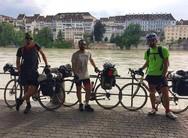 Ξεκίνησαν από το Λονδίνο ταξιδεύοντας μέχρι την Πάτρα με τα ποδήλατά τους! (pics)