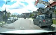 Δες γιατί πρέπει να οδηγείς πολύ προσεκτικά ακόμα και στην πιο ήσυχη γειτονιά (video)