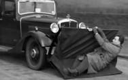 Δεκαετία '30: Έτσι υπολόγιζαν να σώζουν τον κόσμο στο δρόμο (video)
